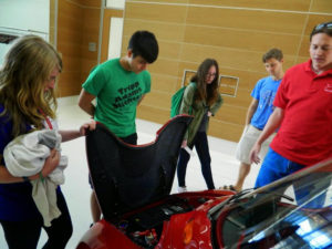 ProCSI 2014 members look at a car